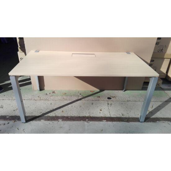 Steelcase Frame One íróasztal AP-01