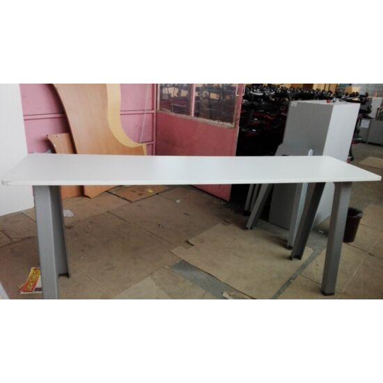 Steelcase  magas kávézó asztal EY-85
