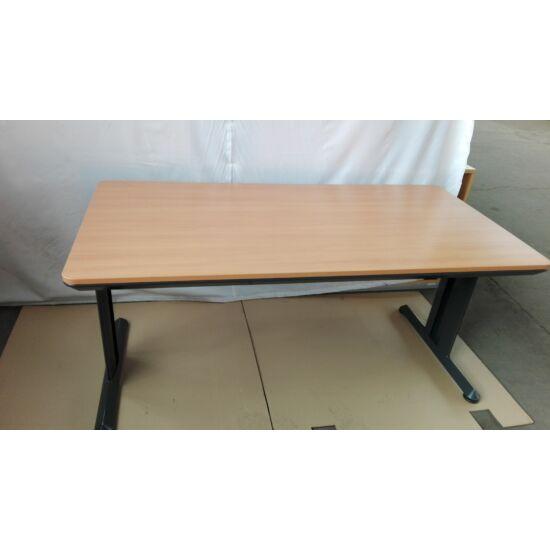 Steelcase íróasztal / OPERA EY-71