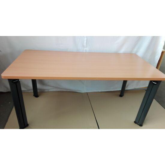 Steelcase íróasztal / TOPIC- EY-72