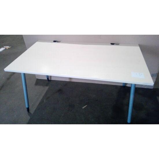 Interstuhl íróasztal IT-02