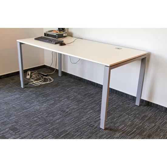 Bene íróasztal GI-21