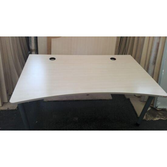 Steelcase Vitesse íves íróasztal GE-24